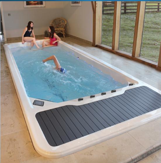 Riptide Nautilus motstrømsbasseng fra Quality Spas - Innebilde med badet i bruk